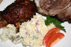 Ciolan de porc cu salata de cartofi