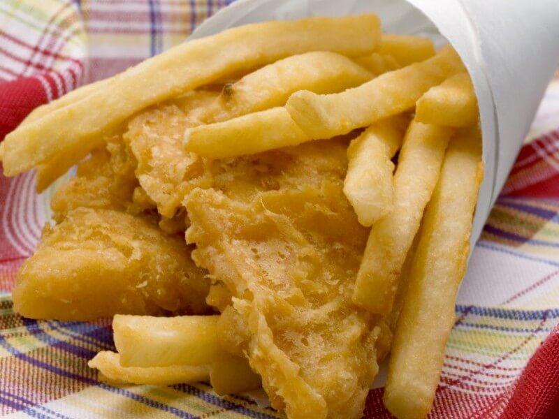 Fish and Chips (peste prajit cu cartofi)
