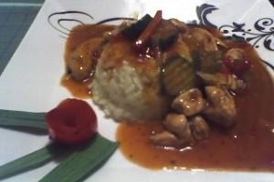 Letcho cu piept de pui, orez si sos thai